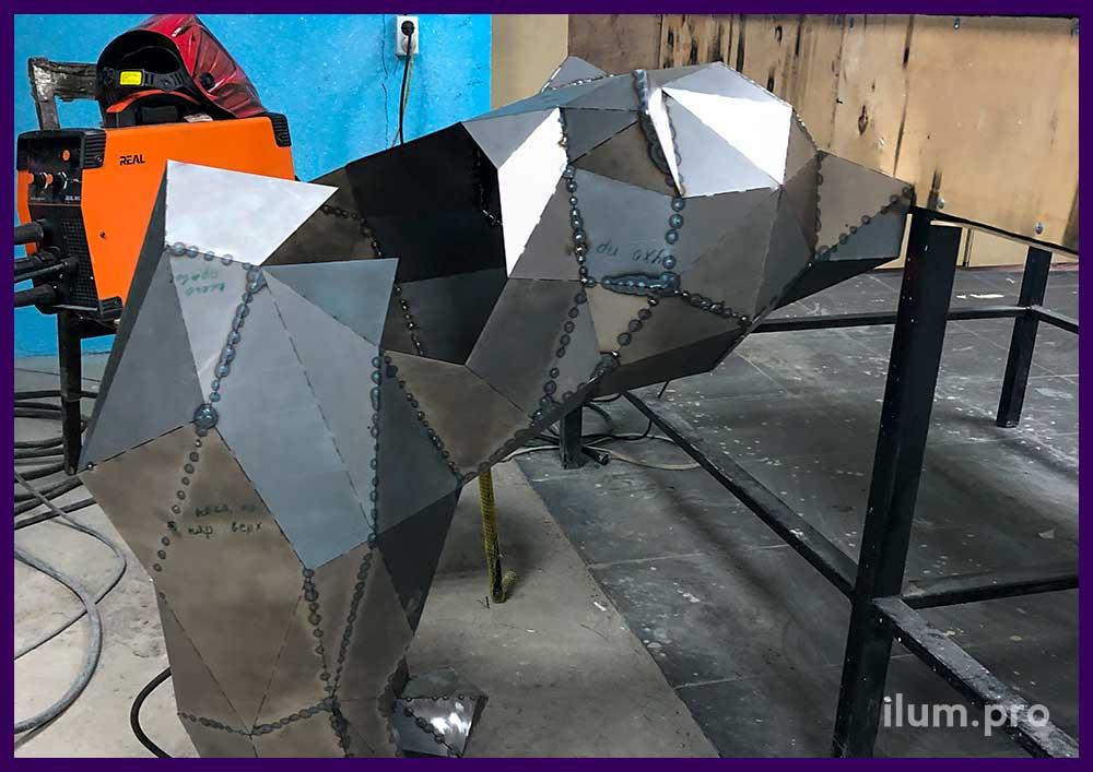 Производство полигонального медведя из металла