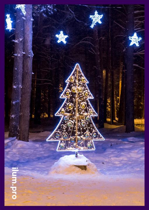 Светодиодная ёлка в парке на Новый год