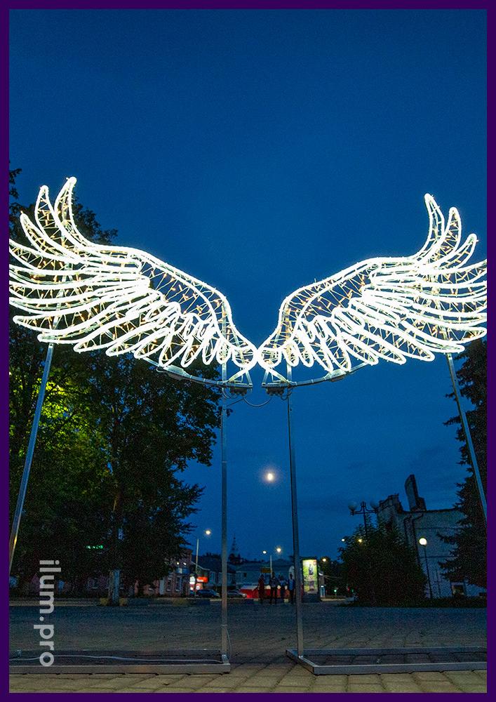 Крылья из светодиодных гирлянд и дюралайта