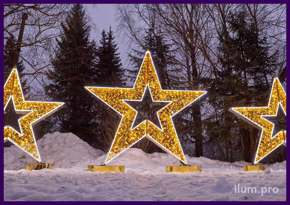 Три светящихся звезды для украшения интерьера торгового центра