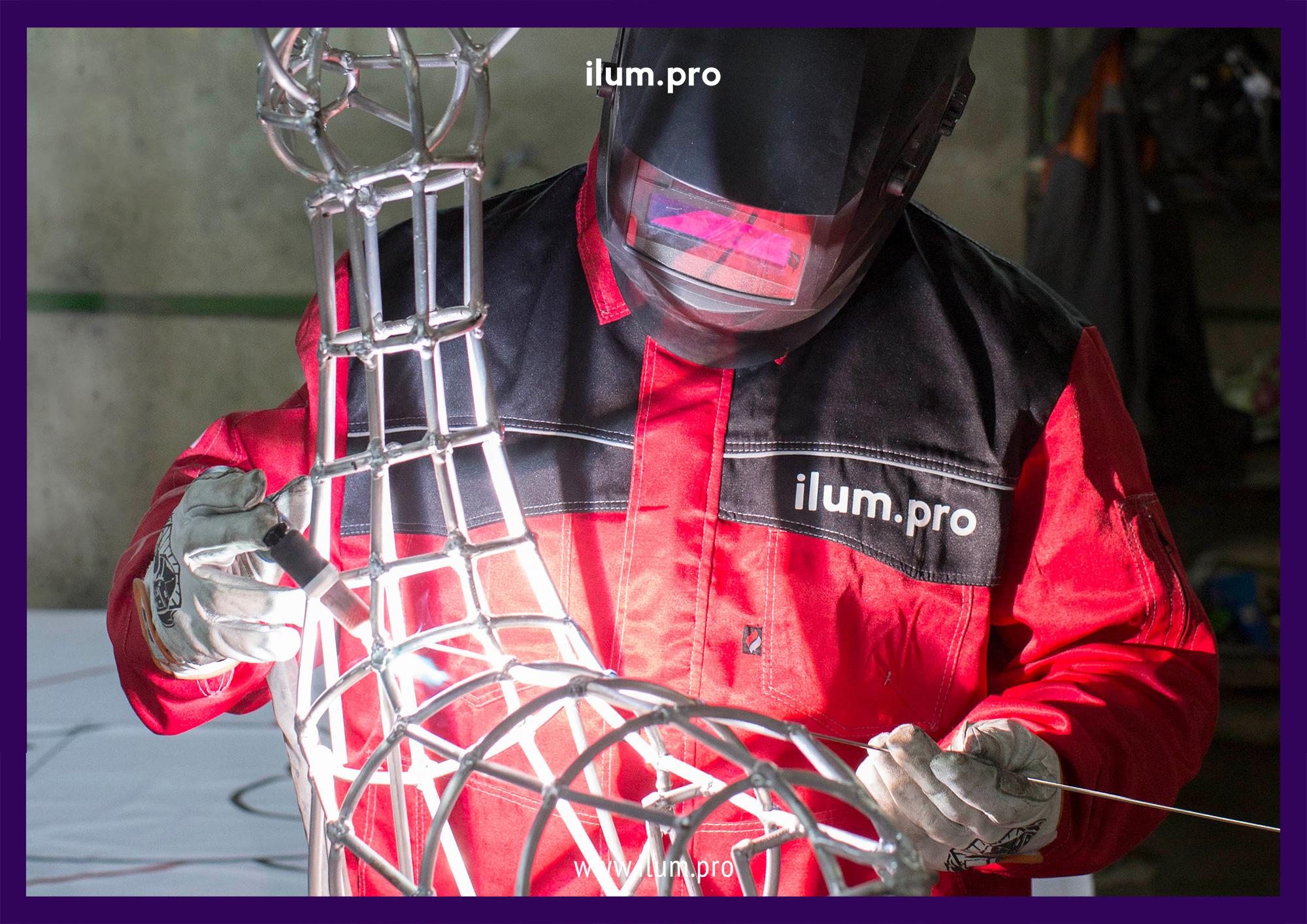 Сварка алюминиевого каркаса светодиодного оленя с гирляндами