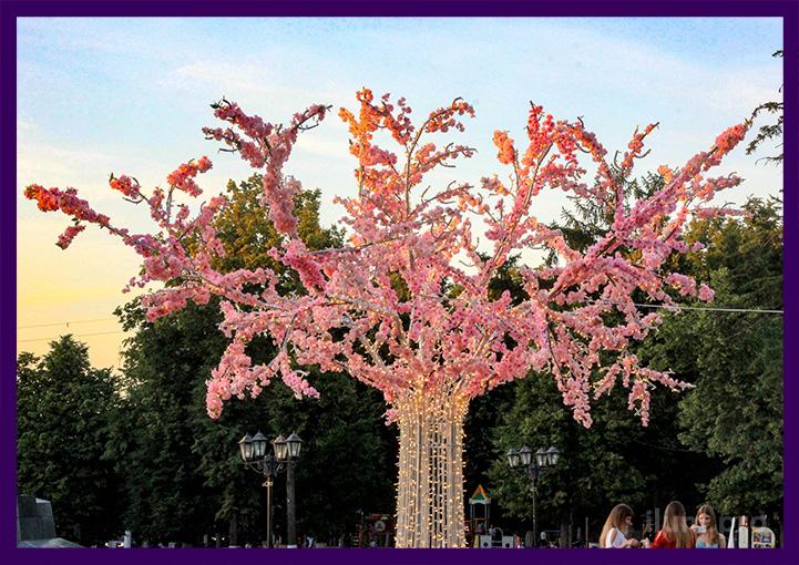 Светодиодная сакура в парке днём