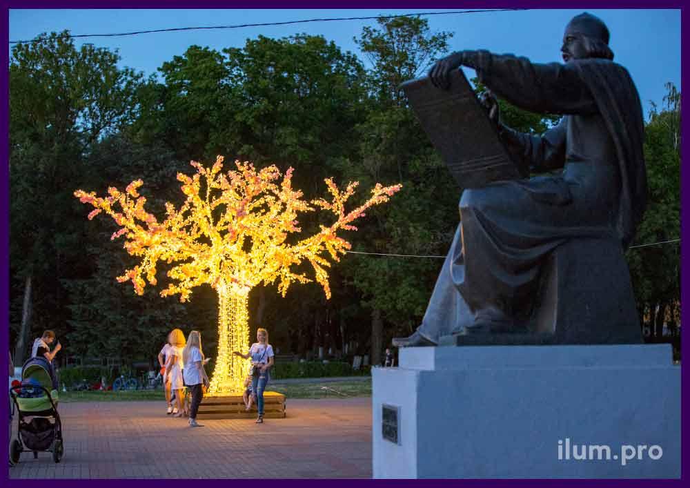 Дерево светящееся на Соборной площади во Владимире