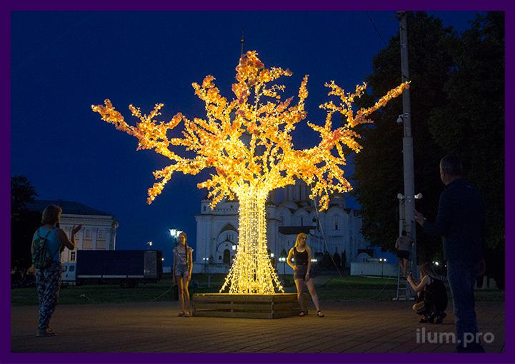 Фотозона в парке со светящимся деревом с цветами