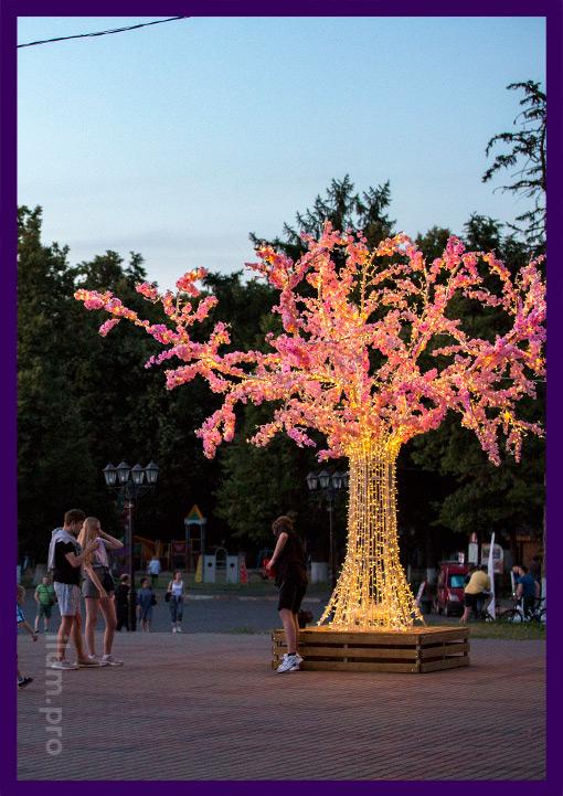 Светодиодное дерево с лавочкой и розовыми цветами