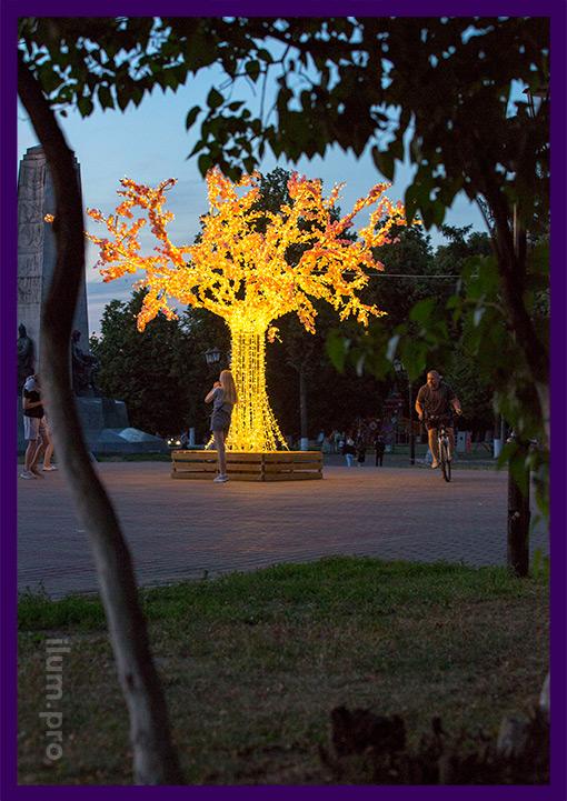 Светодиодная сакура с лавочкой в парке