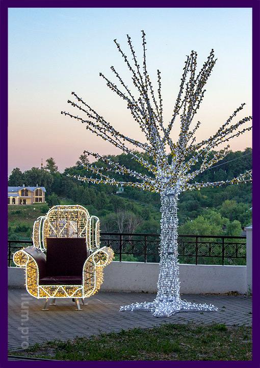 Объёмная светодиодная фигура дерева и кресла с гирляндами