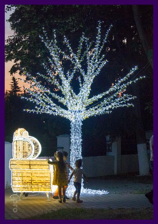 Большая фотозона из светящегося дерева и трона Деда Мороза