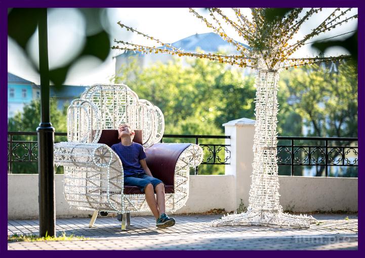 Фотозона светодиодная из металлического дерева и кресла с гирляндами