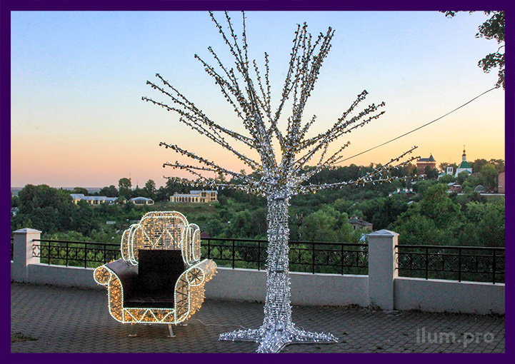 Светодиодное кресло и дерево из металлического каркаса и гирлянд