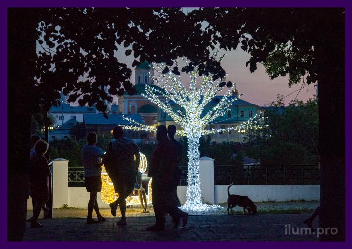 Подсветка парка уличной иллюминацией на праздники