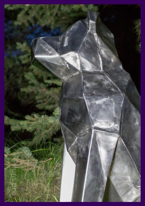 Нержавеющая полигональная собака из стали
