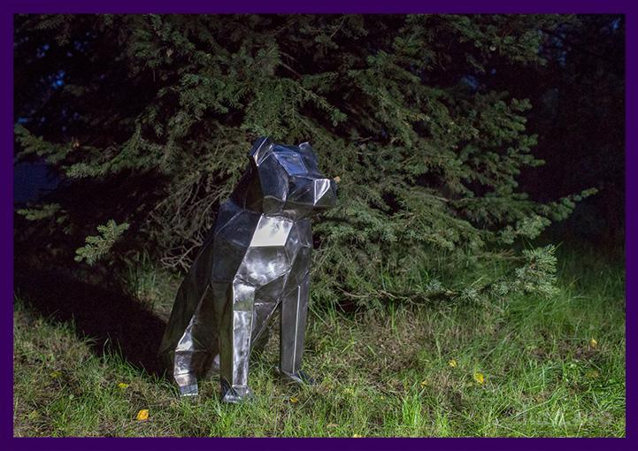 Грубая нержавеющая скульптура собаки в стиле лофт