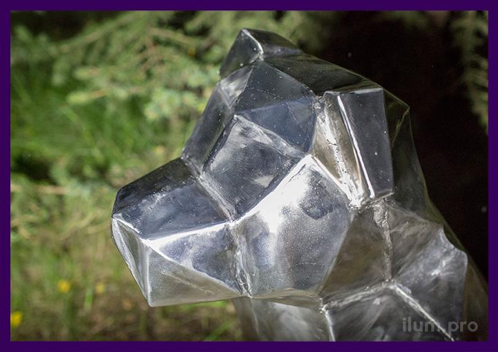 Голова нержавеющей полигональной собаки из металла
