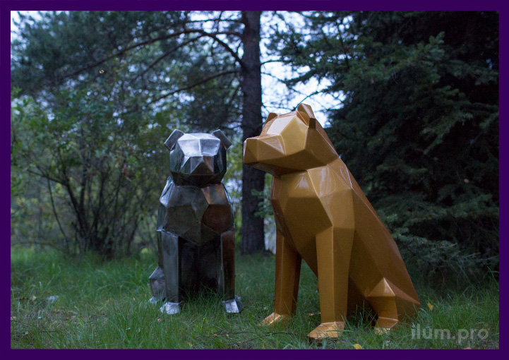 Собаки полигональные металлические на улице в парке