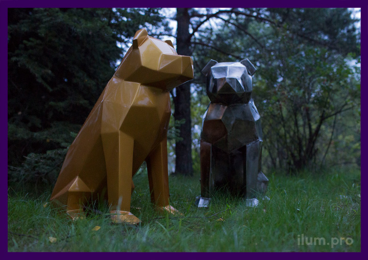 Металлические полигональные собаки на улице