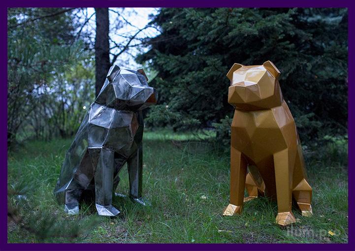 Пара полигональных собак из металла для украшения улицы и интерьера
