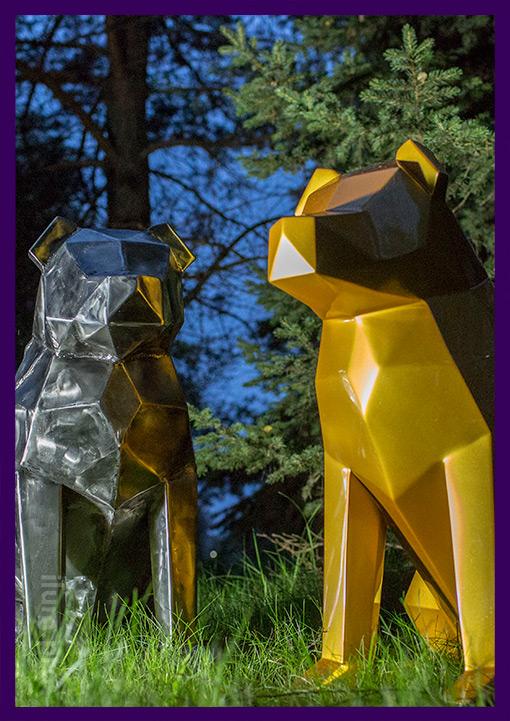 Пара металлических полигональных собак из стали