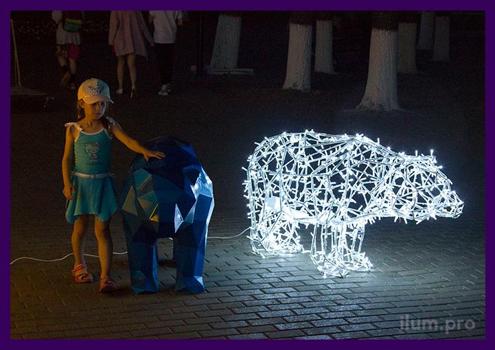 Медведи полигональные из металла для украшения улицы на праздники