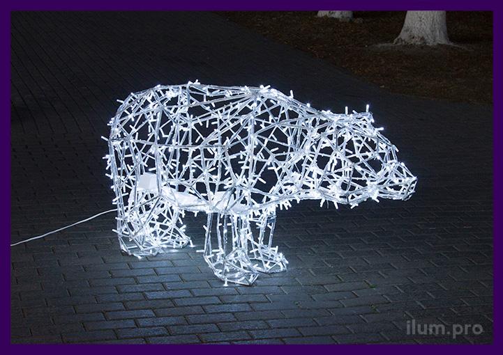 Уличный полигональный медведь с подсветкой светодиодами белого цвета