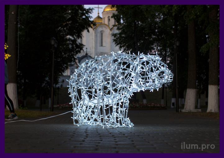 Полигональная фигура для улицы - светящийся медведь из алюминия