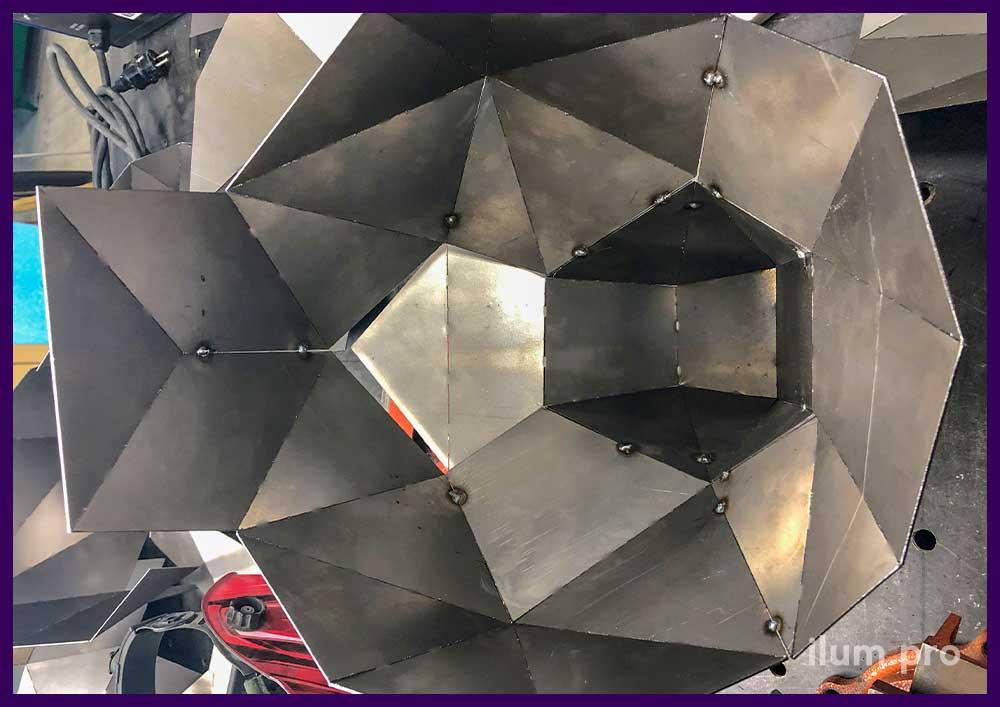 Внутренний вид полигональной фигуры в процессе производства