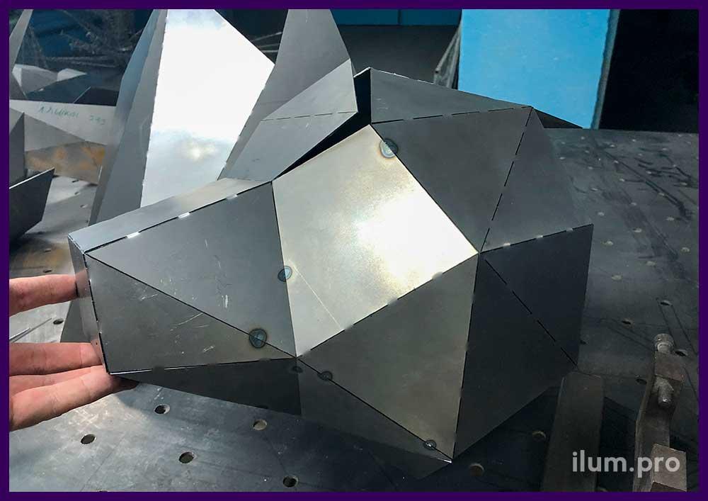 Голова полигонального медведя из металла, производство