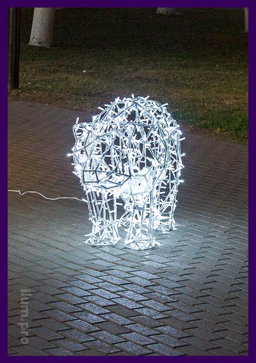 Светящийся медведь полигональный для парка с гирляндами