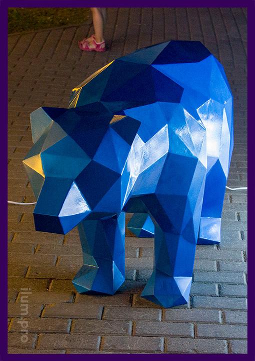 Синий полигональный медведь для парка и сквера