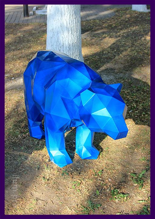 Металлический полигональный медведь синего цвета