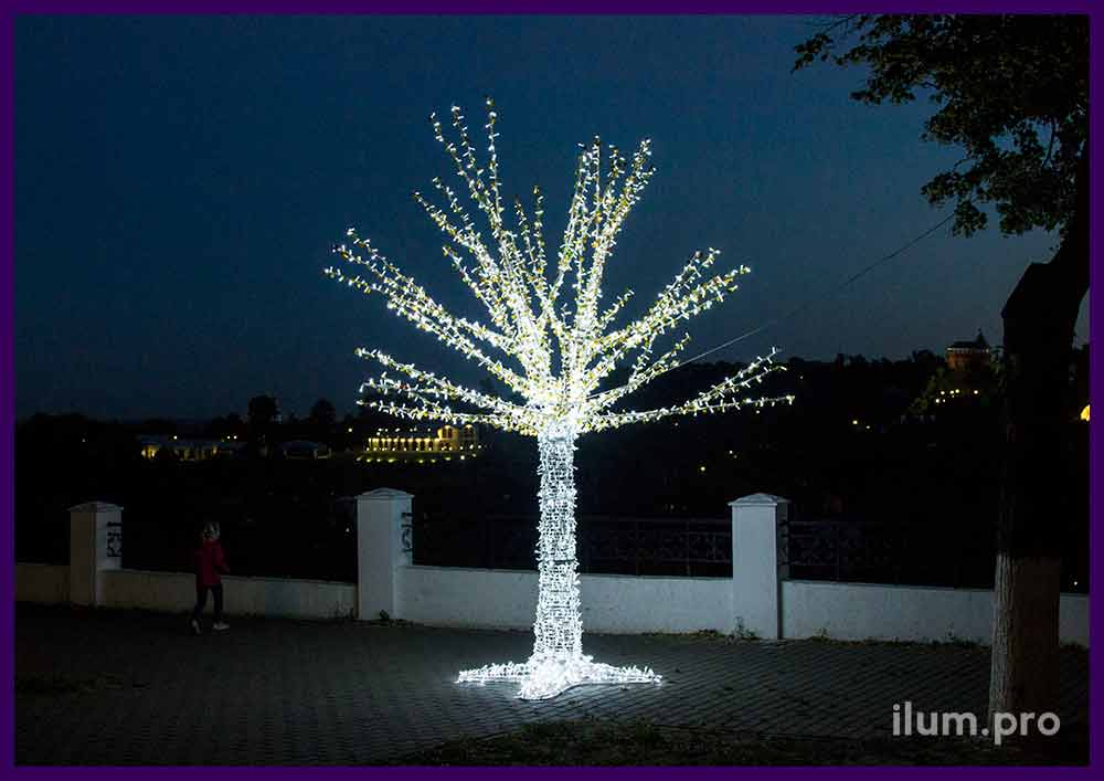 Металлическое дерево со светодиодной подсветкой гирляндами и пластиковыми блёстками