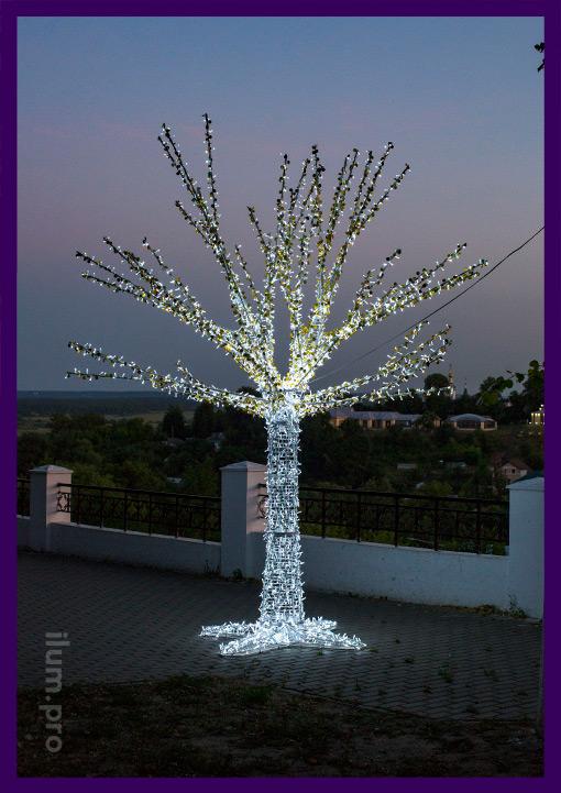 Дерево светящееся высотой более 4 метров, с блёстками и гирляндами