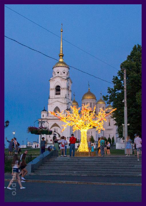Сакура с гирляндами и цветами - светящаяся вишня во Владимире
