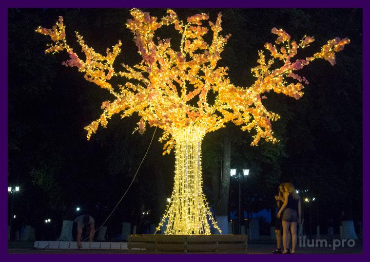 Дерево световое из алюминия и уличных гирлянд с цветами