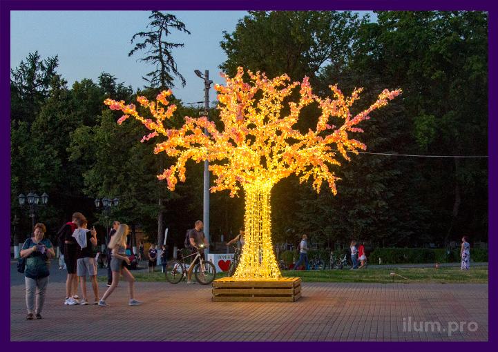 LED дерево с гирляндами тёпло-белого цвета с декором зеленью и цветами
