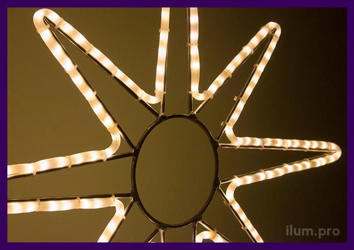 Тёпло-белая световая звезда с контурной подсветкой
