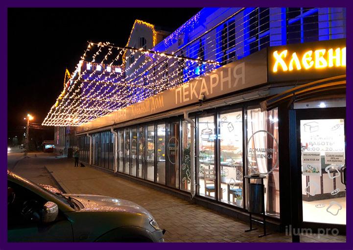 Украшение торгового центра светодиодными гирляндами тёпло-белого цвета