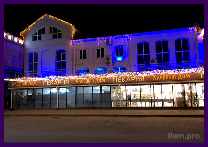 Светодиодная бахрома и гирлянды Звёздное небо на фасаде ТЦ