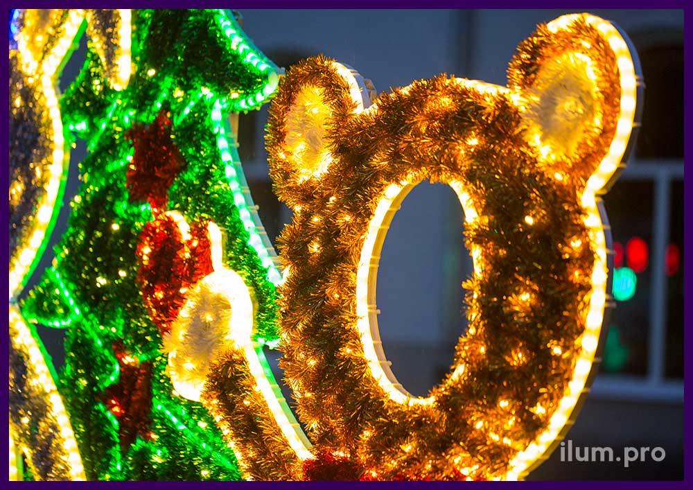 Пушистая фигура медведя с подсветкой на Новый год