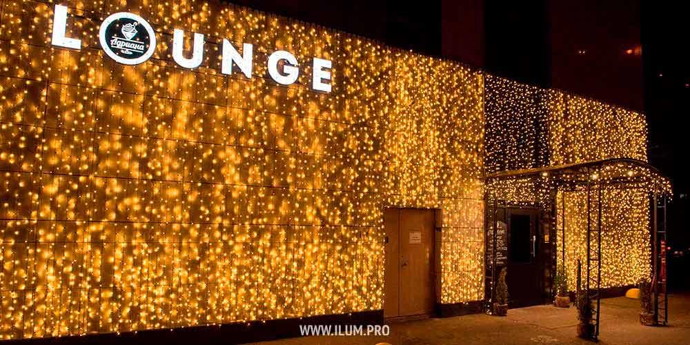 Украшение гирляндами фасада «ADRIANA Lounge» в Москве