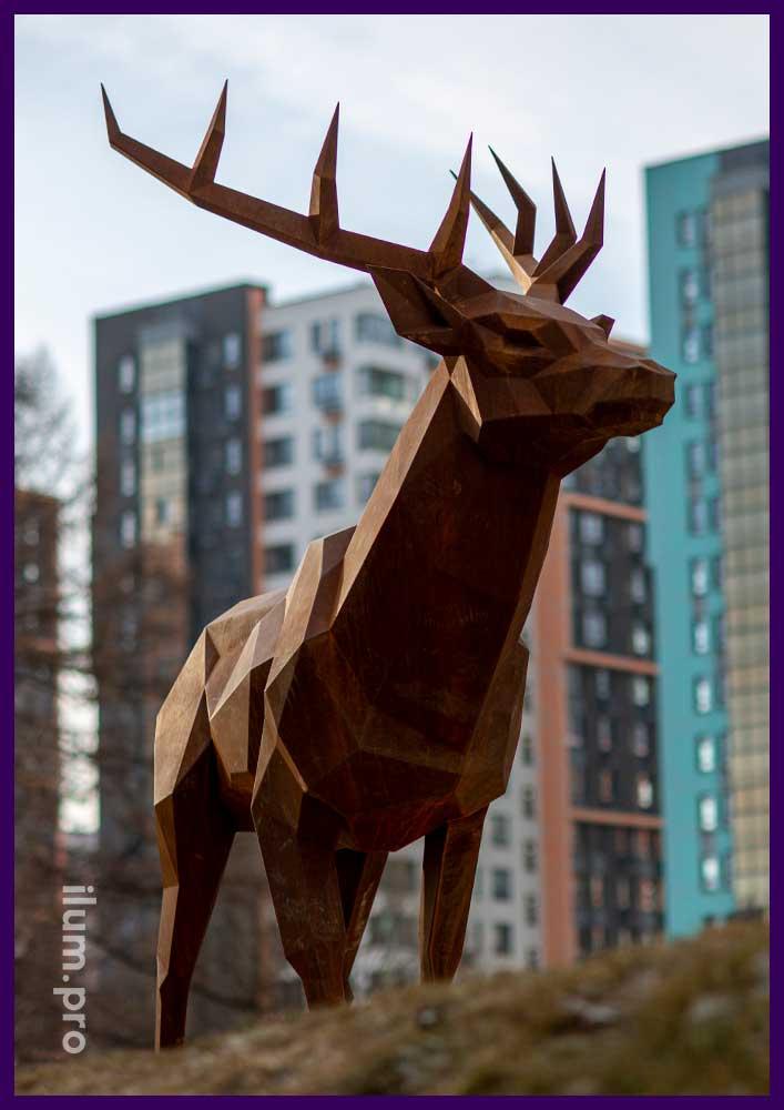 Металлический полигональный олень - трёхметровый арт-объект для парка