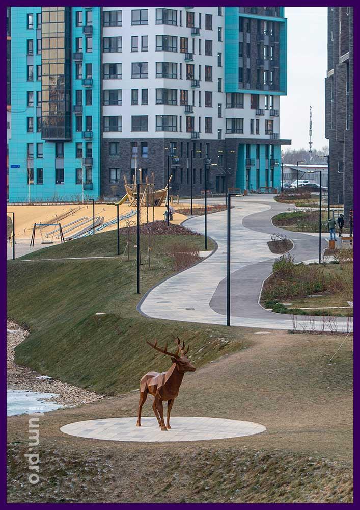 Металлическая скульптура оленя - хранитель места в ЖК Скандинавия пос. Коммунарка