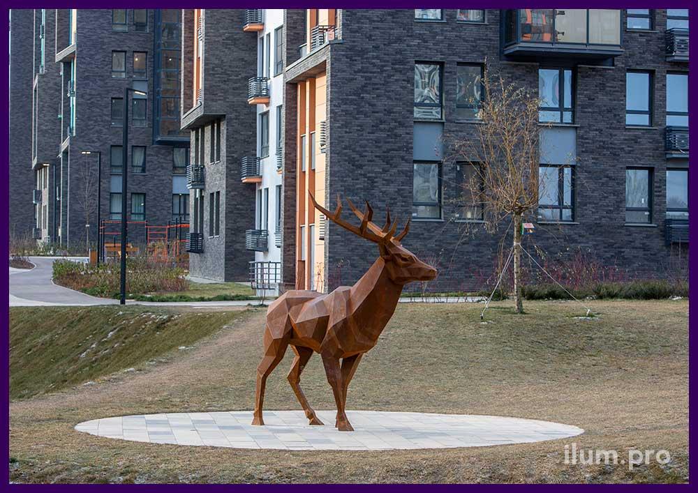 Металлическая скульптура оленя из кортеновской стали в скандинавском стиле