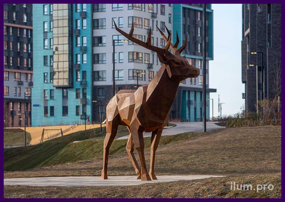 Арт-объект - олень из кортеновской стали в ЖК Скандинавия