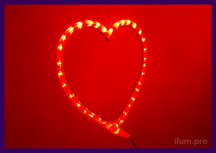Красное светодиодное сердце из дюралайта по контуру