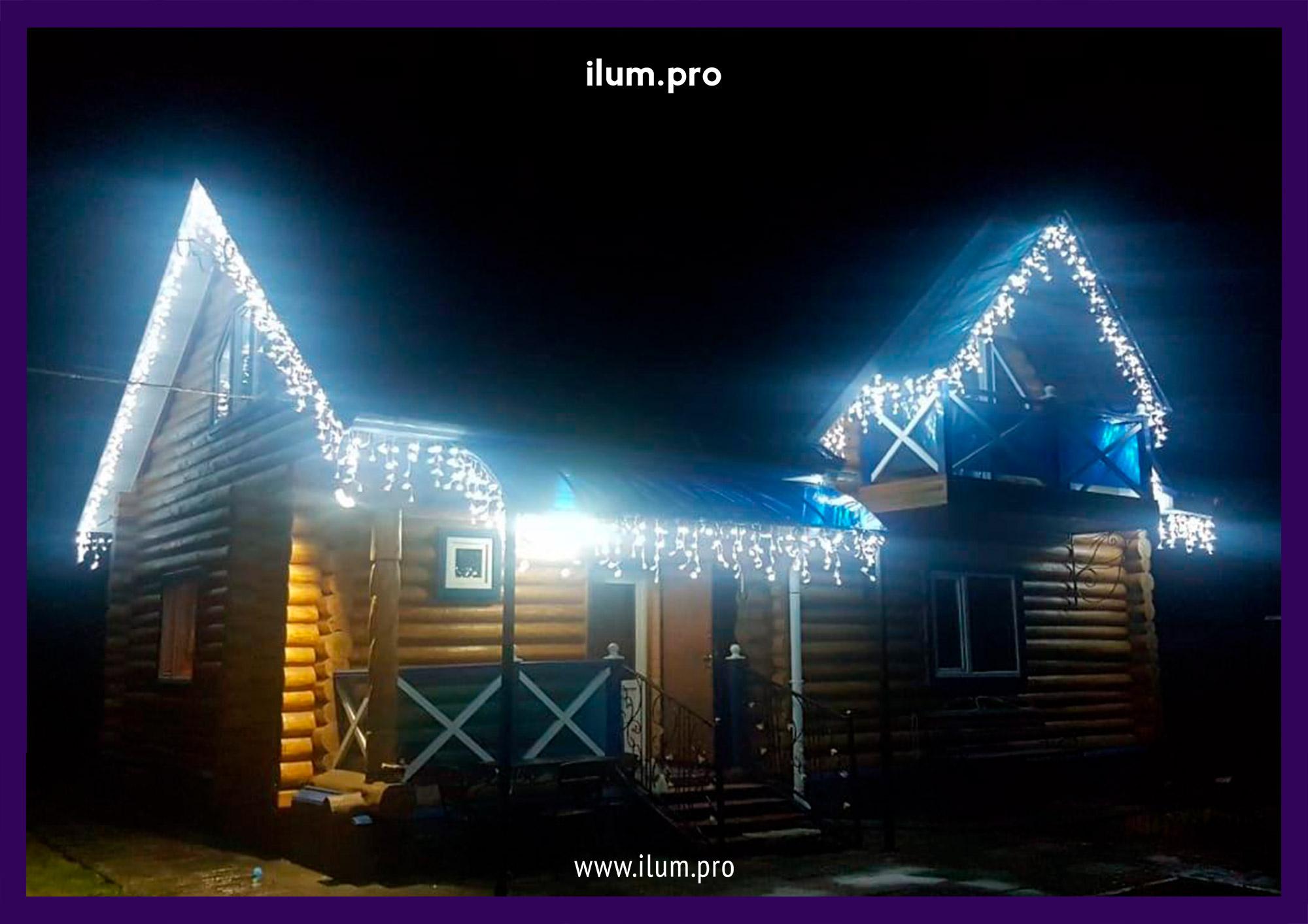 Новогодняя иллюминация на крыше дачи в Пушкинском районе