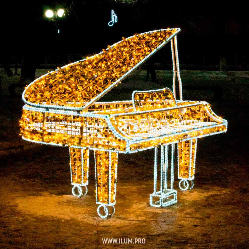 Светящийся рояль в сквере города Владимир
