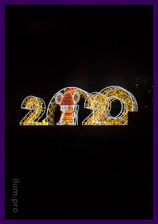 Украшение площади на Новый год световыми фигурами с гирляндами и дюралайтом