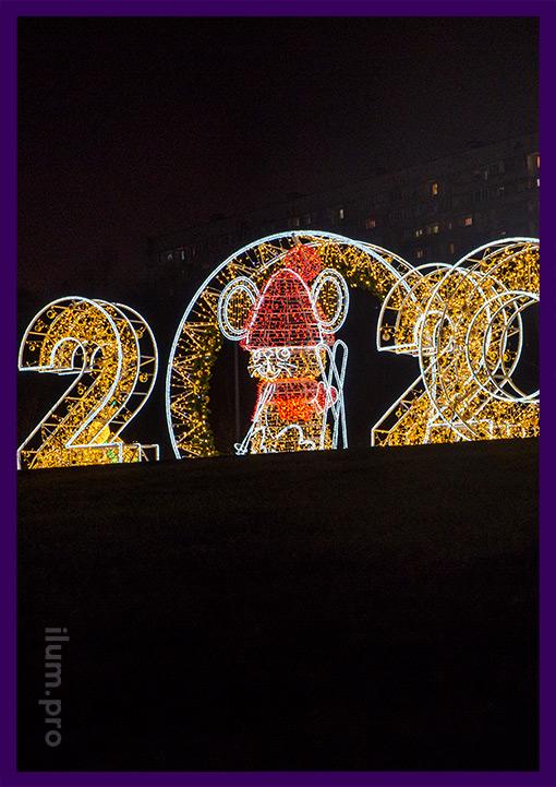 Светящаяся фотозона с аркой в парке на новогодние праздники