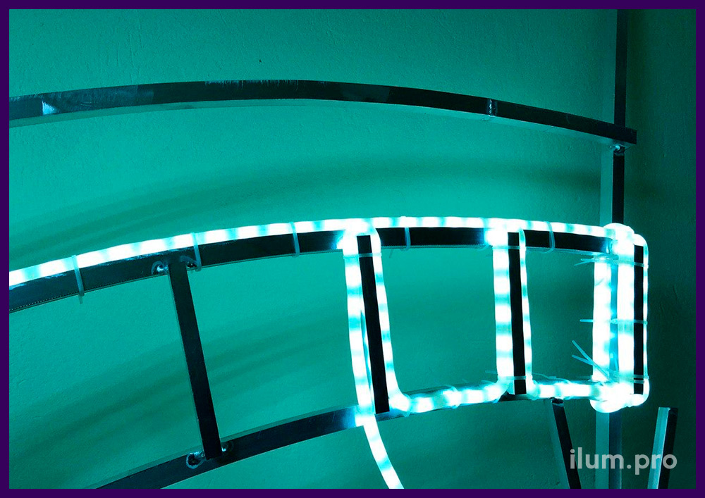 Монтаж белого матового дюралайта на алюминиевый каркас световой фигуры